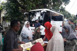 Warga Bumi Agung Permai Kota Serang pesta demokrasi sambil donor darah