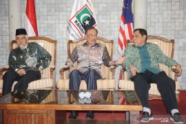 Anwar Ibrahim hadiri dan jadi saksi pelantikan KAHMI Malaysia