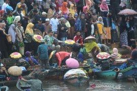 Wali kota Banjarmasin Membuka Pasar Terapung Kuin-Alalak