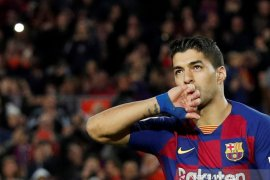 Suarez terluka akibat kritik  seputar pemangkasan gaji pemain