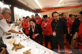 Megawati tinjau pameran rempah dalam Rakernas PDIP