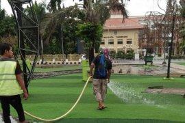 Taman tematik di Tangerang disempot cairan antiseptik hilangkan bau dan kuman