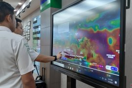 Hujan sedang hingga lebat berpotensi terjadi di sejumlah wilayah sepekan ke depan