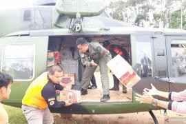 TNI AD gunakan helikopter didistribusikan logistik ke Desa Lebaksitu Lebak