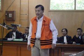 Sekda Jawa Barat Iwa Karniwa didakwa terima Rp900 juta muluskan proyek Meikarta