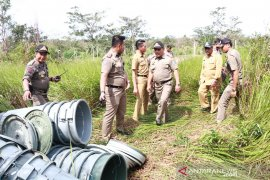 Satpol PP Belitung gerebek pabrik arak di hutan Gunung Lalang