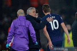 Liga Inggris - performa Harry Kane dikritik, Mourinho pasang badan