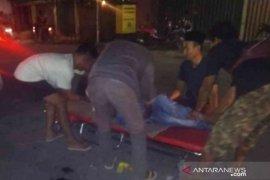 """Pemuda ini  tewas """"laga kambing"""" dengan ambulans"""