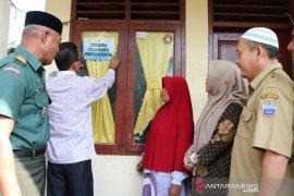 Pemerintah Aceh pasang stiker penanda rumah penerima PKH