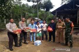 Polisi Bangka Barat salurkan bantuan korban angin kencang
