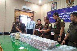 Kejari Sampang selamatkan uang negara Rp9,9 miliar dari kejahatan korupsi