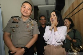 """Saksi kasus """"MeMiles"""", Polda Jawa Timur bakal panggil 13 artis tambahan"""