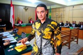 Zola saksi sidang korupsi terdakwa dewan