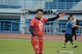 Penjaga Gawang Persib Bandung I Made tak masuk daftar pemain yang dibawa  ke Malaysia