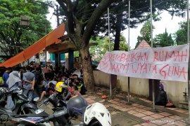 30 disabilitas di Bandung terlantar di jalan setelah perubahan status panti