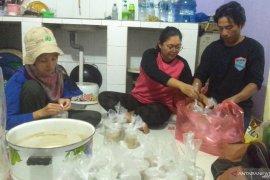 Posko GMSS-SKM Samarinda bagikan makanan untuk korban banjir