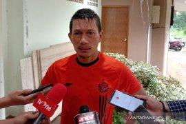 Pesepak bola Ismed Sofyan dilaporkan istrinya atas dugaan KDRT
