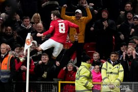 United diizinkan  pasang tribun berdiri di Old Trafford