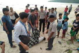 Sesosok mayat laki-laki ditemukan di tepi laut Lubuk Tukko
