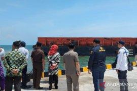 UPP Kintap uji coba sandar tongkang di Pelabuhan Pelaihari