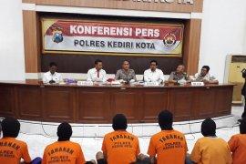 "Praktik prostitusi ilegal ""berkedok"" panti pijat diamankan Polisi Kediri"