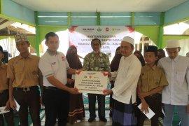 Adhi Karya-PLN serahkan beasiswa untuk santri di Aceh