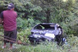 Mobil bak terbuka terjun ke jurang di Cianjur
