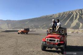 Paguyuban jip dukung bulan bebas kendaraan bermotor di Bromo