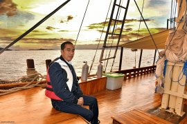 Presiden Jokowi naik kapal pinisi di Labuan Bajo