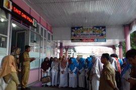 Puluhan paramedis rumah sakit di Solok demo tuntut kenaikan tunjangan