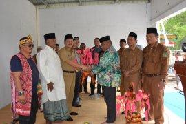 Sekda Langkat sangat terkesan dengan budaya mengayunkan anak suku Banjar