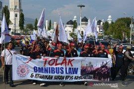 Buruh Aceh tolak Omnibus Law