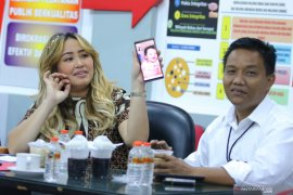 Polisi periksa penyanyi Pinkan Mambo terkait kasus investasi bodong