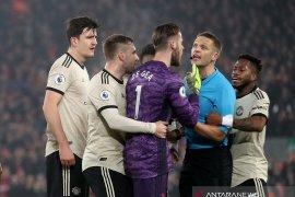 Protes wasit saat melawan Liverpool, Manchester  United dihukum FA
