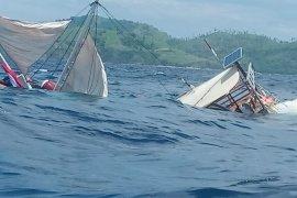 Kapal wartawan peliput kunker presiden terbalik di Labuan Bajo