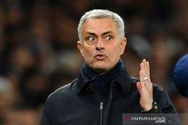 Ligga Inggris - Jose  Mourinho tepis rumor cekcok dengan Danny Rose
