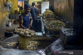 Industri keripik terimbas harga cabai