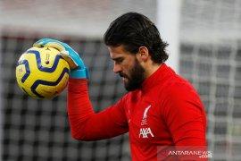 Liverpool tidak akan diperkuat kiper Alisson pada laga lawan Bournemouth