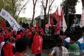 Ribuan buruh di Medan gelar aksi demontrasi tolak Omnibus Law