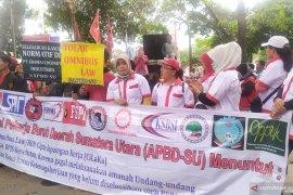 Ribuan buruh di Medan demo tolak Omnibus Law