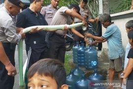 Polres Klungkung  bantu air bersih di Desa Besan