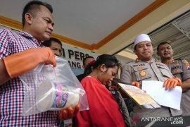 Ibu rumah tangga pengedar narkoba ditangkap polisi