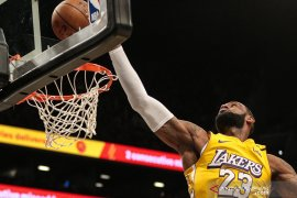 LeBron James ungguli poin Kobe Bryant