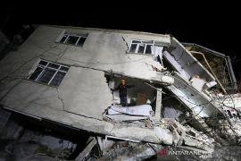 Gempa Turki, tujuh tewas dan ribuan gedung roboh