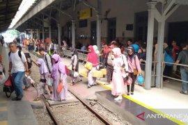 Okupansi penumpang kereta di Jember meningkat saat libur Imlek