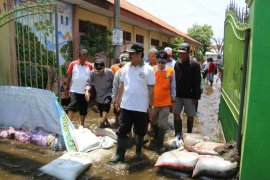 Pemkab Sidoarjo kerahkan pompa untuk sedot banjir di dua desa