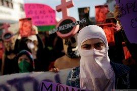 Aktivis penuntut hak perempuan bakar gedung komisi HAM Meksiko