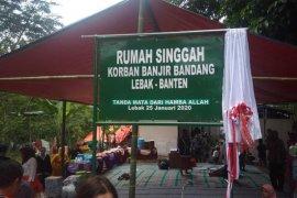 Relawan Jakarta bangun rumah huntara untuk korban banjir Lebak