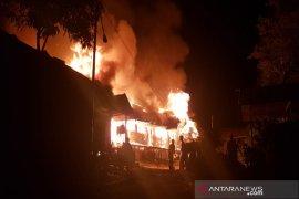 Satu keluarga tewas terbakar
