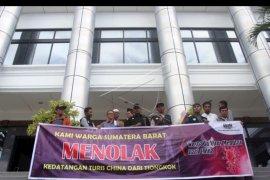 Aksi menolak wisatawan China